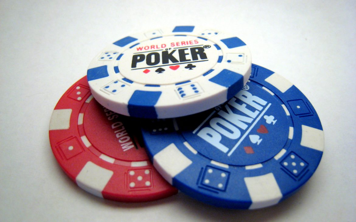 How are online casinos more popular in Singapore?